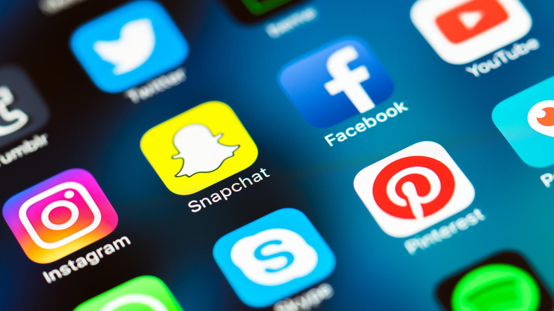 social-media-mobile-icons-snapchat-facebook-instagram-ss-1920