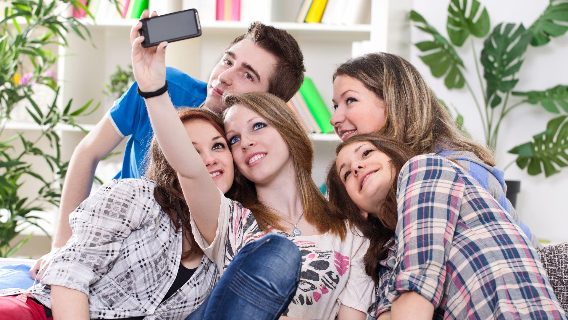 teen-selfie-ss-1920